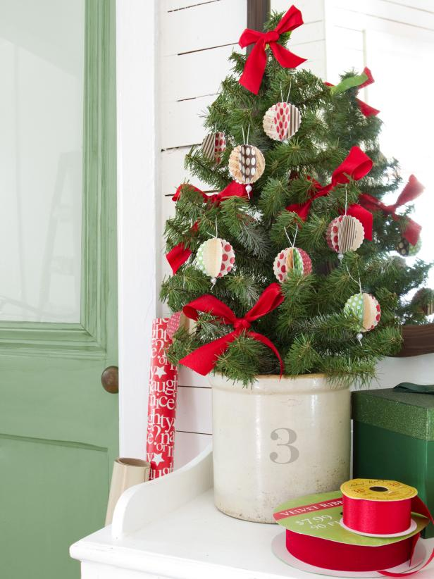 diy 3d paper christmas tree ornaments from card stock - Easy Christmas Tree Decorations