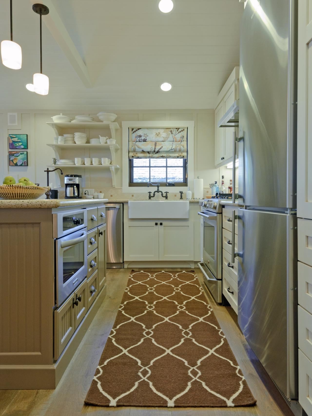 Coastal Kitchen With Apron Front Sink And Patterned Rug Hgtv