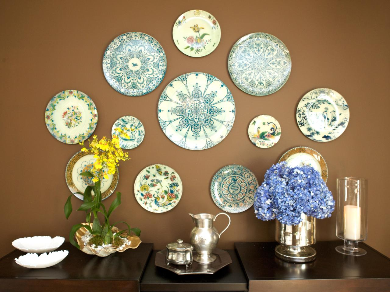 13 Plate Collection Eclectic Dining Room With Wall Art Plates