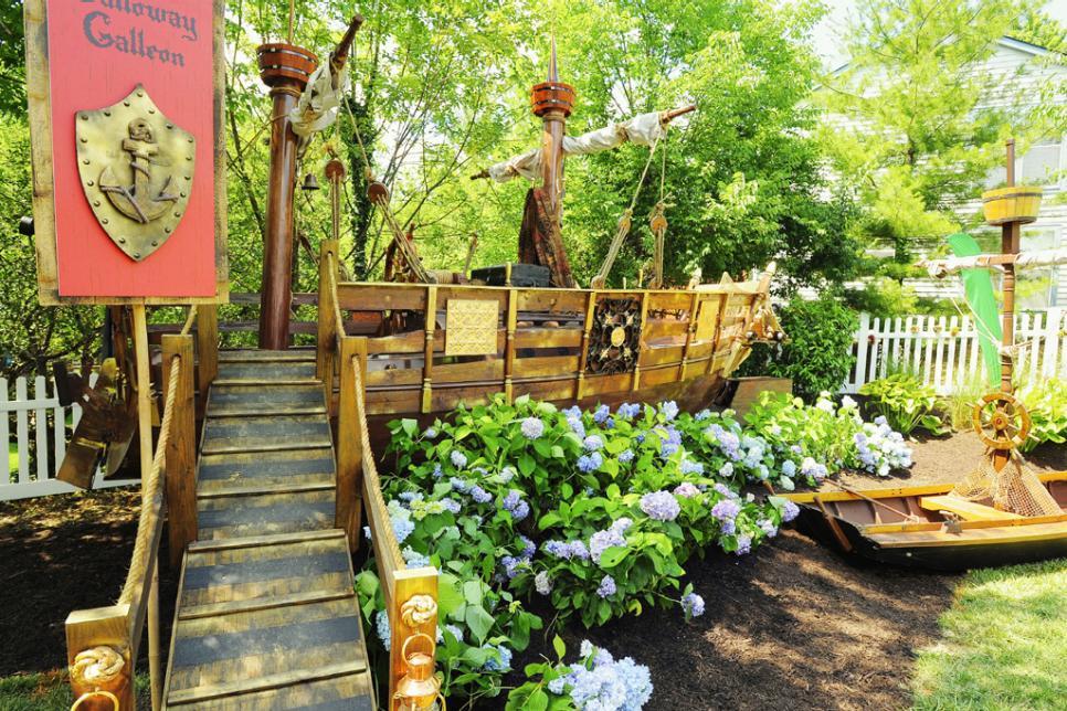 Magical Backyard Makeovers | HGTV on Hgtv Backyard Designs id=32617