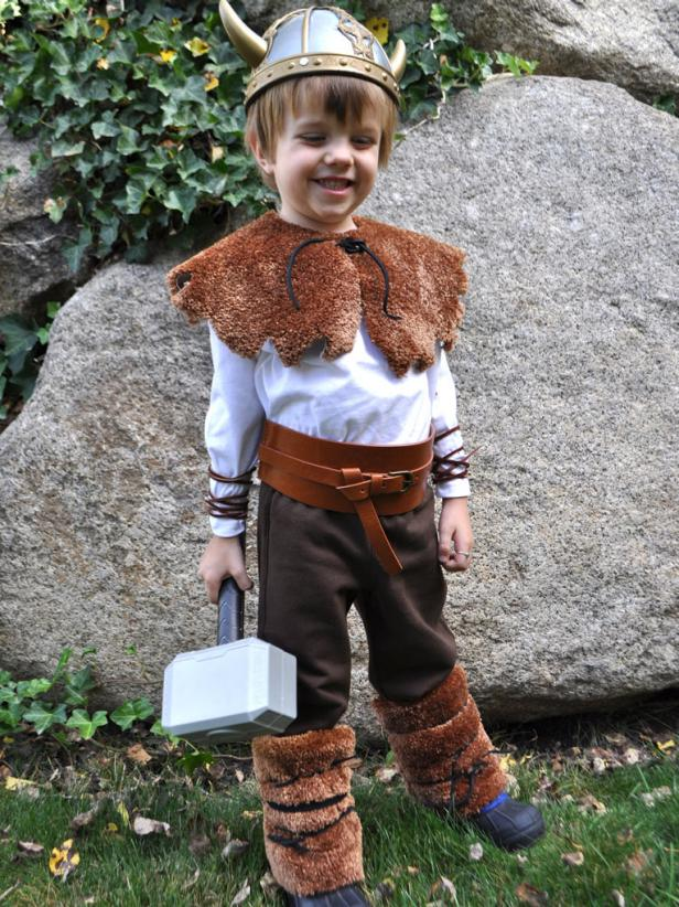 original_Cheri-Heaton-Viking-Costume_s3x4  sc 1 st  HGTV.com & DIY Viking Halloween Costume for under $25 | HGTV