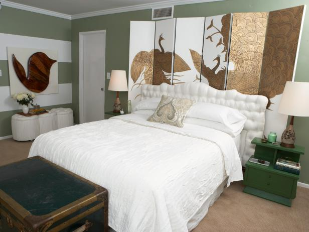 electic green bedroom with gold room divider