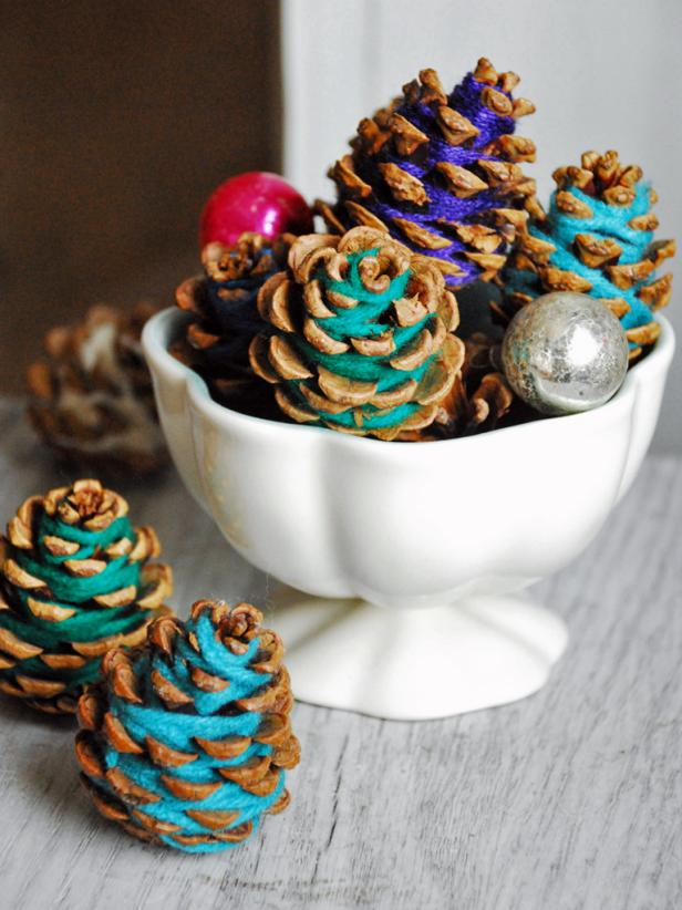 Yarn-Wrapped Pinecones for the Holidays