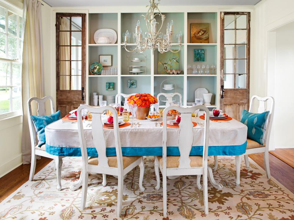Decorating your dining room for holiday entertaining hgtv - How to decorate a dining room ...