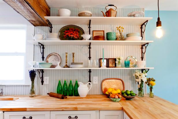 Cottage-Style Open Kitchen Shelving