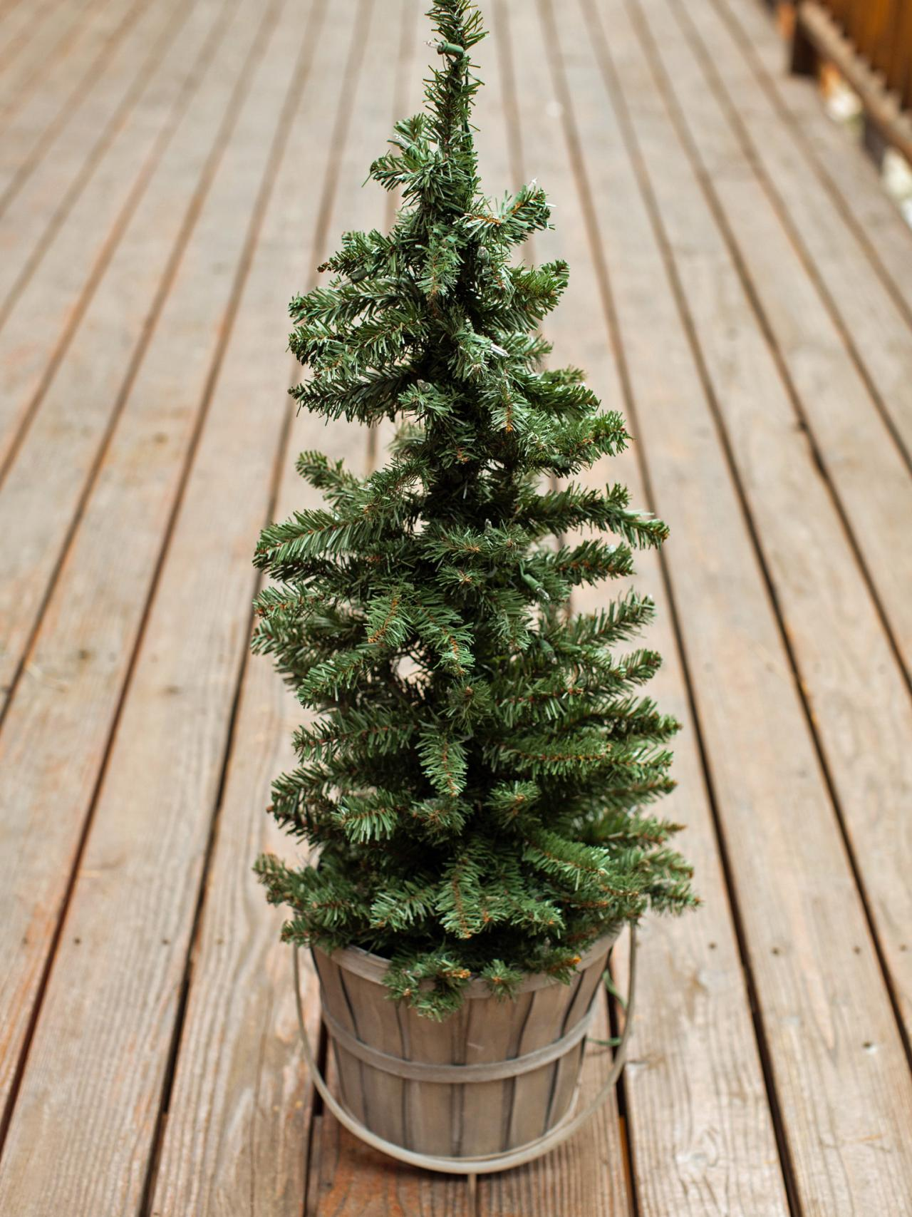 swap out container - Christmas Decorating Ideas For Outdoor Trees