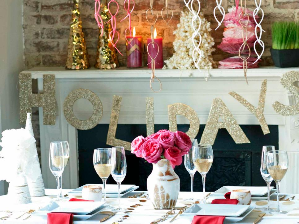 25 indoor christmas decorating ideas hgtv - Pictures Of Homes Decorated For Christmas On The Inside