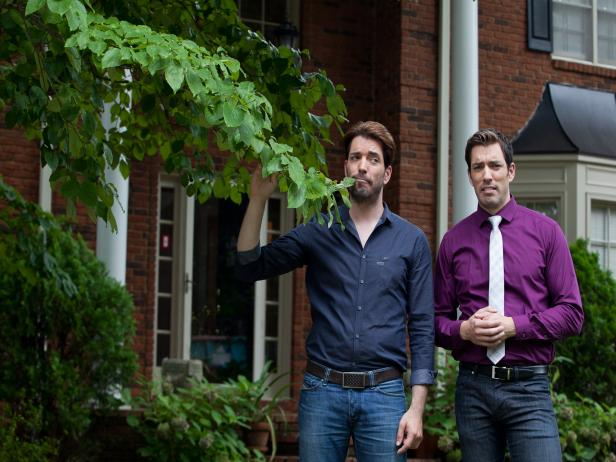 Jonathan and Drew Scott Outside of Home