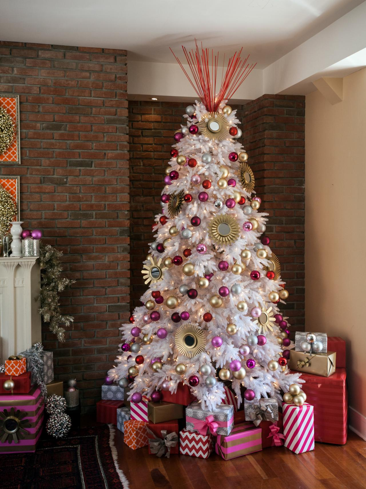 How To Decorate A Christmas Tree Hgtv S Decorating Design Blog Hgtv