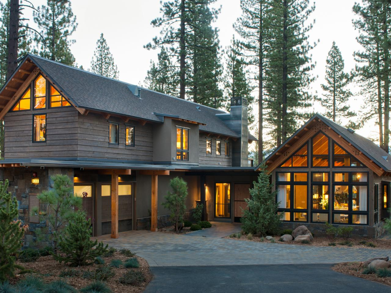 Top 5 features of modern mountain design behind the Stone and wood house plans