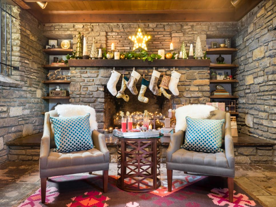 28 christmas mantel decorating ideas hgtv - Christmas Fireplace Decorating Ideas