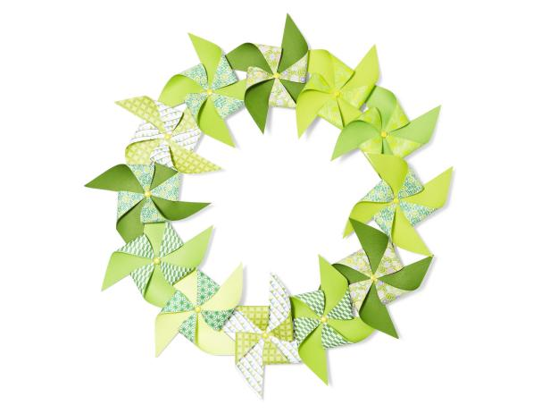 DIY Green Paper Pinwheel Wreath