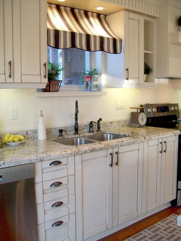 How To Decorate Kitchen With White Cabinets