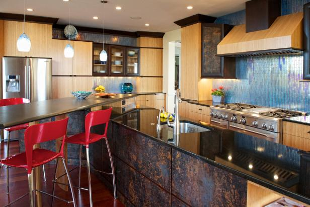 Contemporary Woodgrain Kitchen