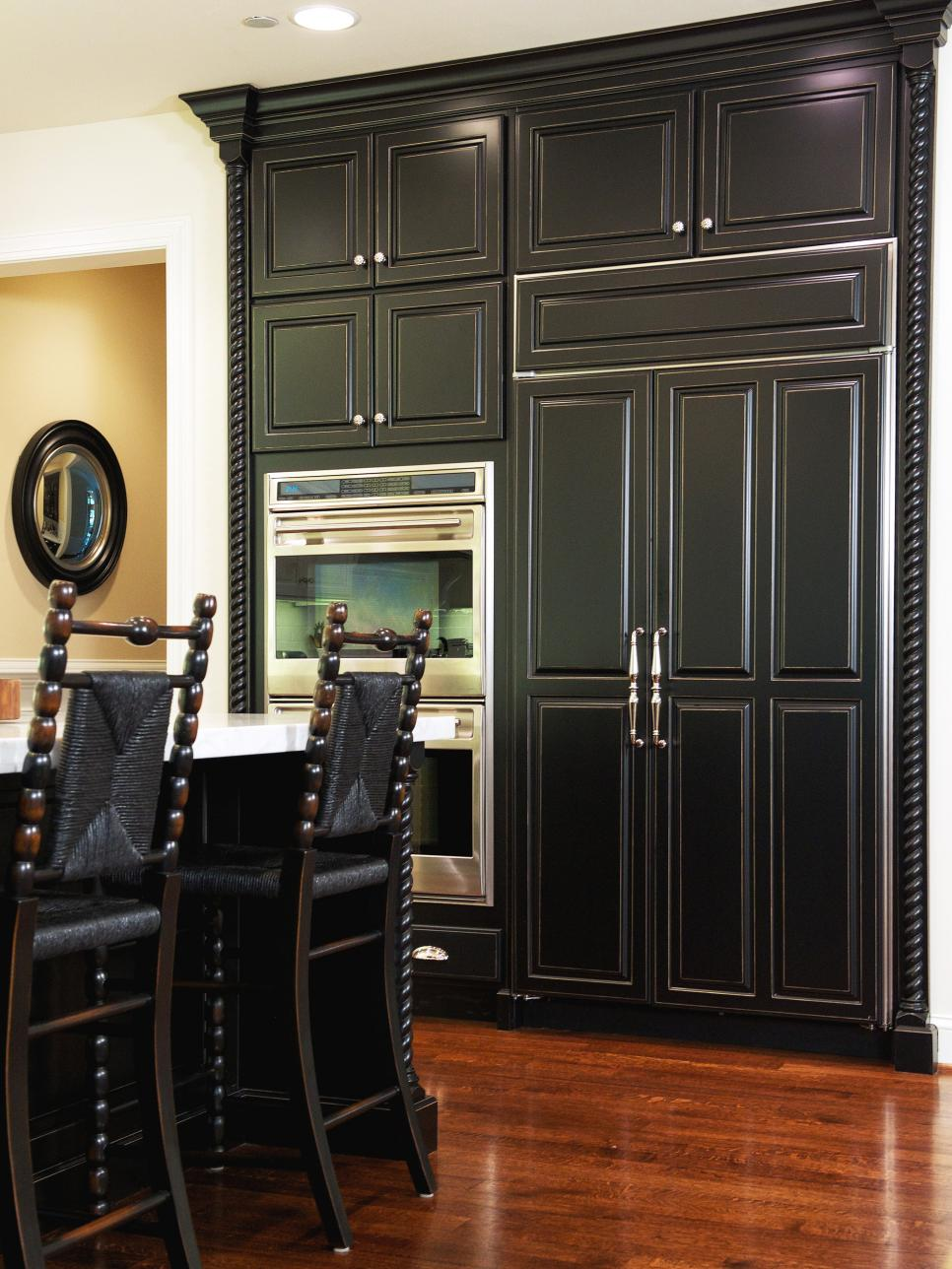 Traditional Kitchen With Integrated Refrigerator Double Ovens