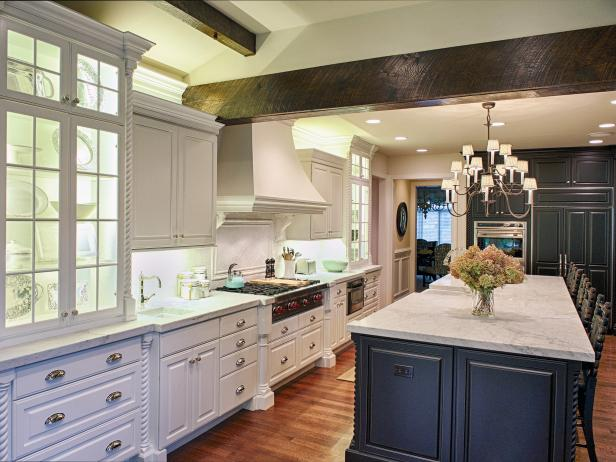 Black and White Cottage Style Kitchen