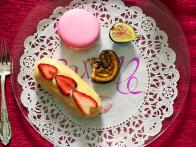 Eclairs With White Chocolate and Strawberries Recipe