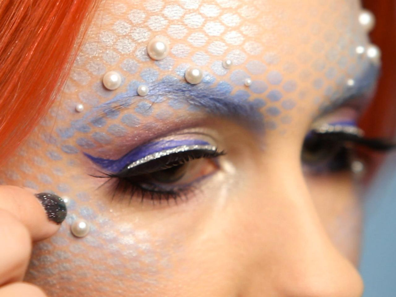 Halloween mermaid makeup for adults hgtv lashes for mermaid halloween costume solutioingenieria Image collections