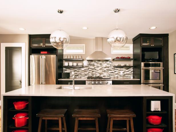 Contemporary Kitchen With Large Island & Bar Stools