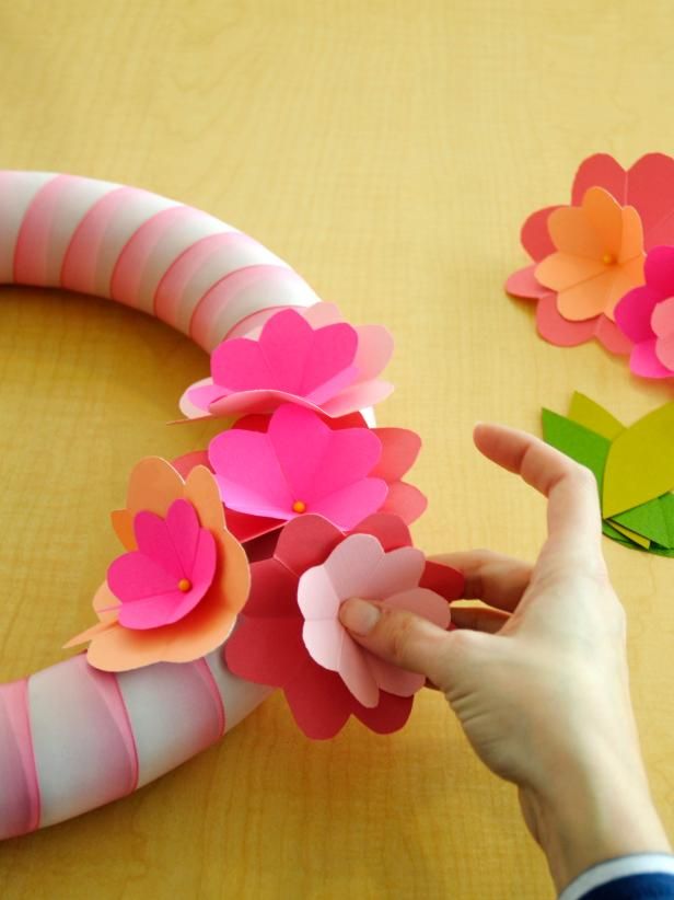 Original_Marianne-Canada-Paper-Posey-Spring-Wreath-Step8_s4x3