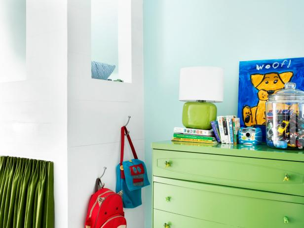 Proper Placement of Storage Furniture in Boys' Bedroom