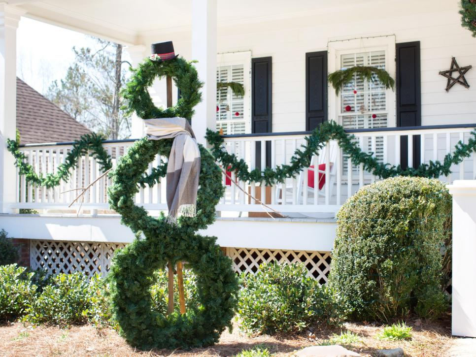 35 crafty outdoor holiday decorating ideas hgtv - Exterior Christmas Decorating Ideas