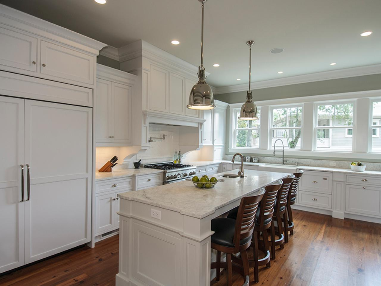 Photo page hgtv Best pendant lights for white kitchen