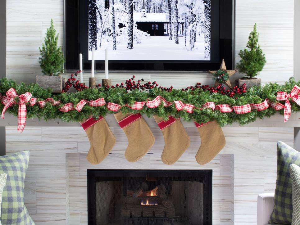 photo by brian patrick flynn - Country Christmas Mantel Decorating Ideas