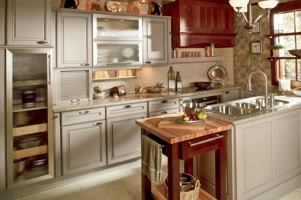 Photo By: Wellborn Cabinets