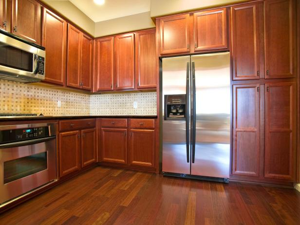 Oak Kitchen Cabinets Pictures Ideas Tips From HGTV HGTV - Paint colors for kitchens with golden oak cabinets