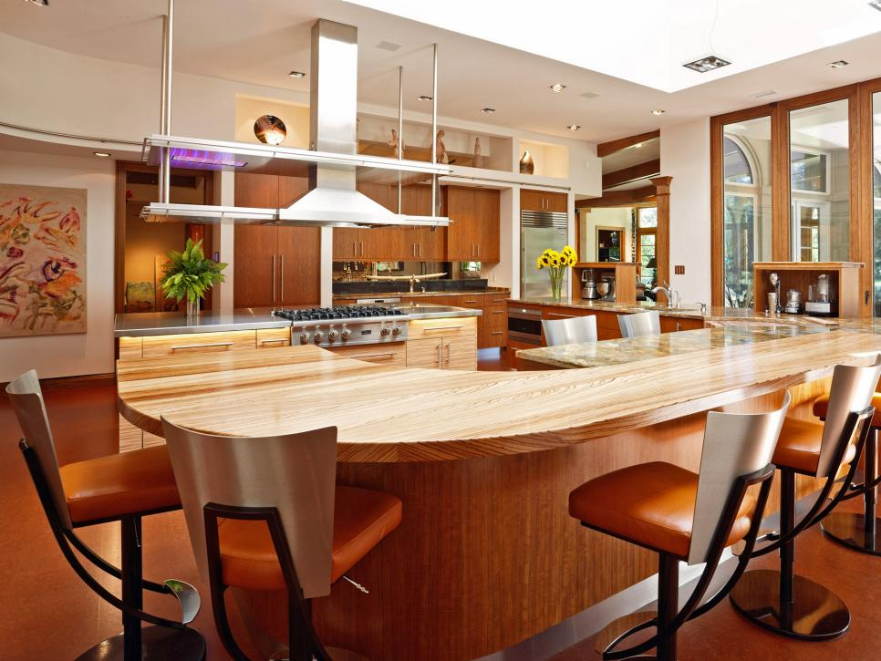 Neutral Modern Eat In Kitchen With Large Island