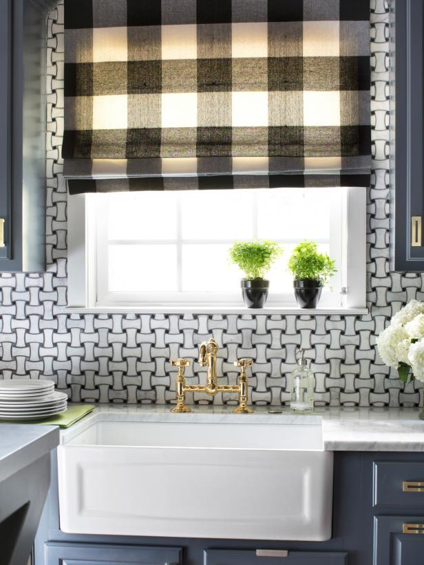 White Farmhouse Sink With Gold Faucet and Black and White Shade