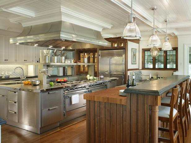 Genial Traditional White Kitchen With Stainless Steel Island