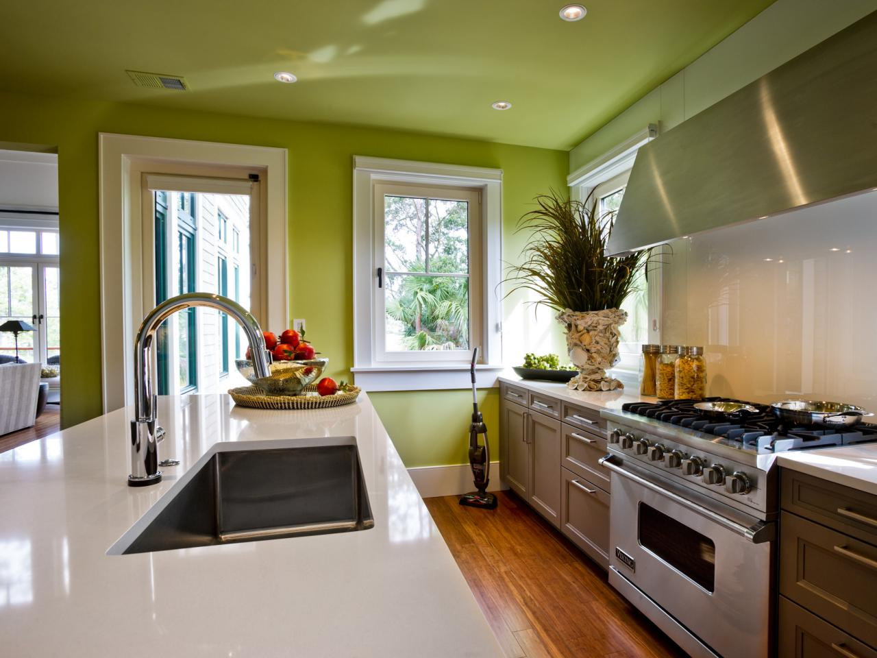 Paint colors for kitchens pictures ideas tips from for Kitchen colors with white cabinets with papier peints design