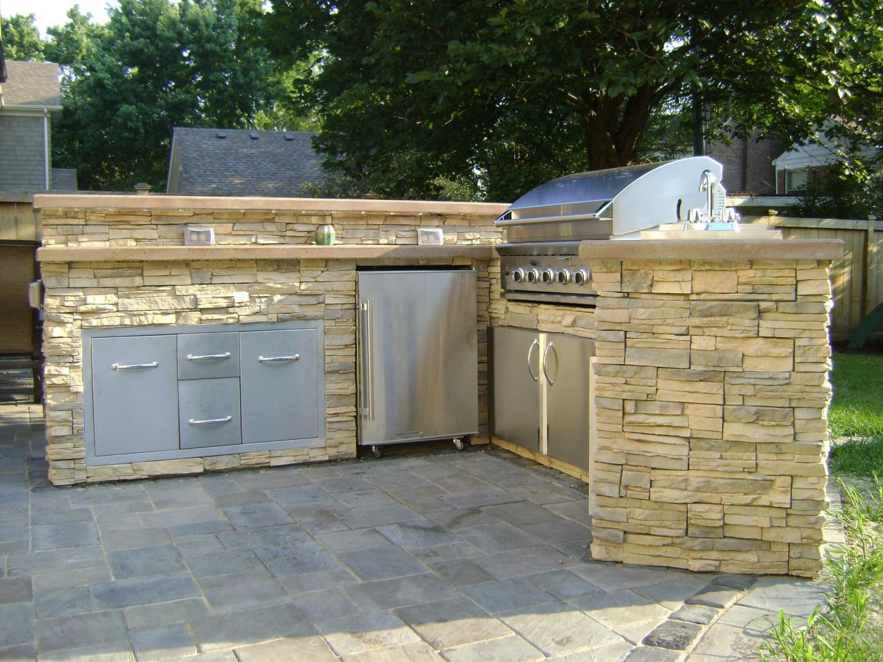 Cheap outdoor kitchen ideas hgtv for Outdoor grill cabinet plans
