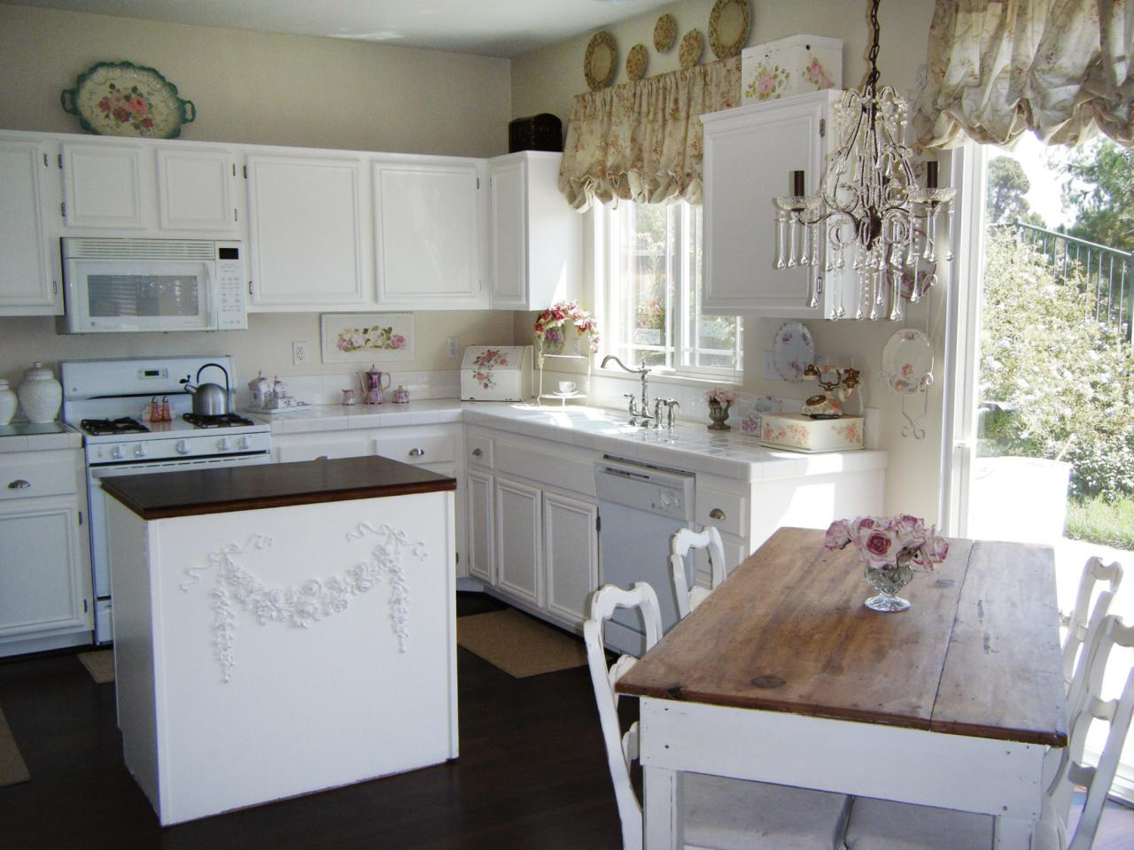 Country kitchen design pictures ideas tips from hgtv for Country kitchen floor ideas