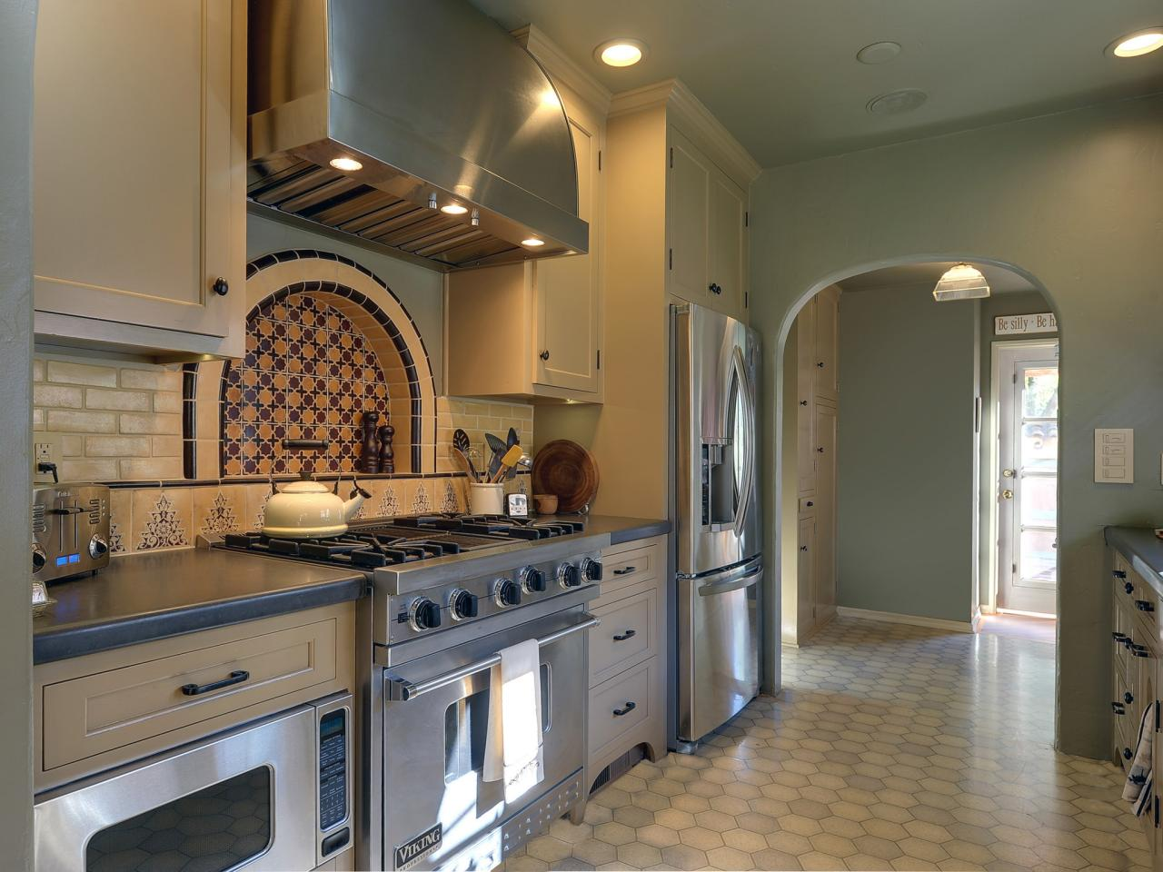 moroccan kitchen design mediterranean kitchen design pictures amp ideas from hgtv 4278