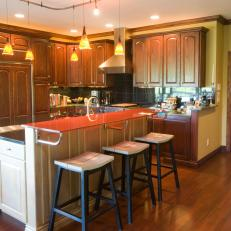 Traditional Kitchen With Breakfast Bar Seating