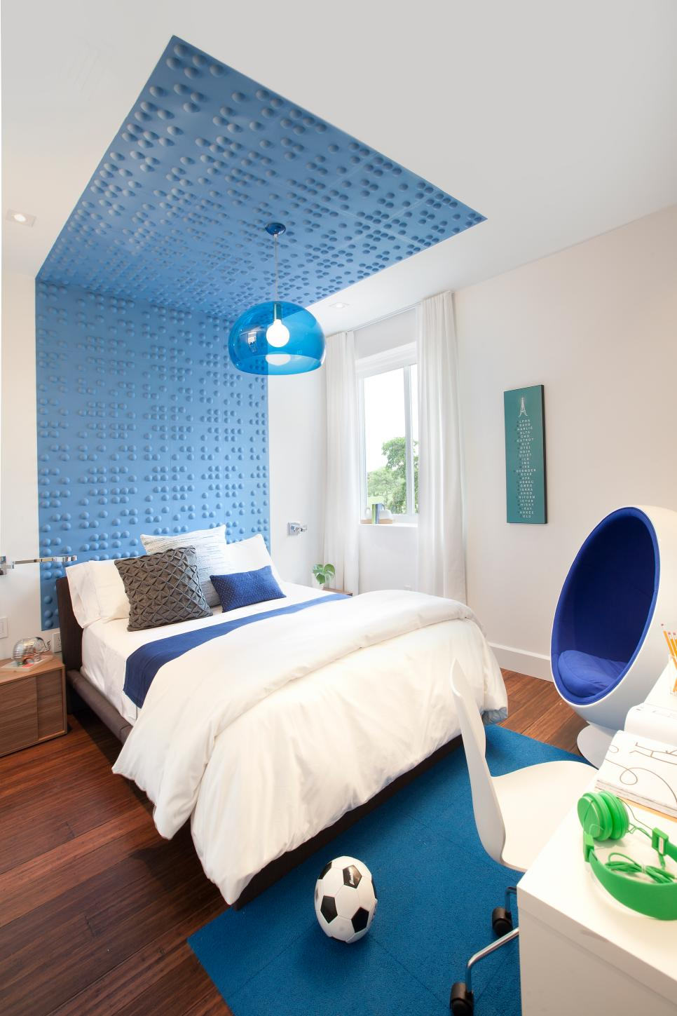 Modern Teen Bedroom With Blue Wall Installation
