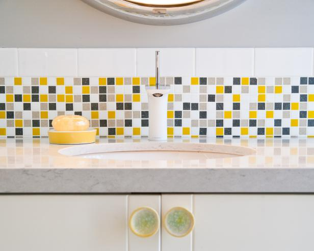 Mosaic Tile Backsplash in Neutral Modern Bath