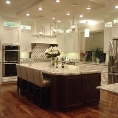 Photos HGTV - Classic kitchen pendant lighting