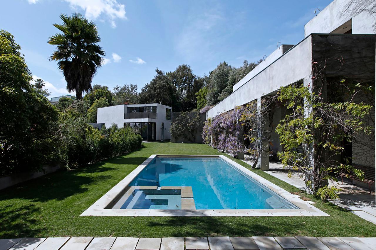 Ultra Modern California Home With Backyard Swimming Pool ... on Modern Backyard Ideas With Pool id=39389
