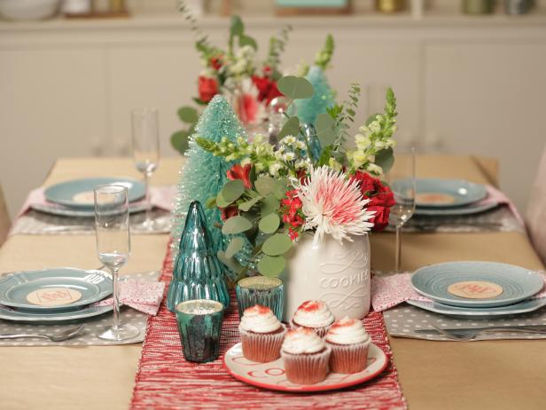 2 Simple Holiday Table Settings | HGTV Crafternoon