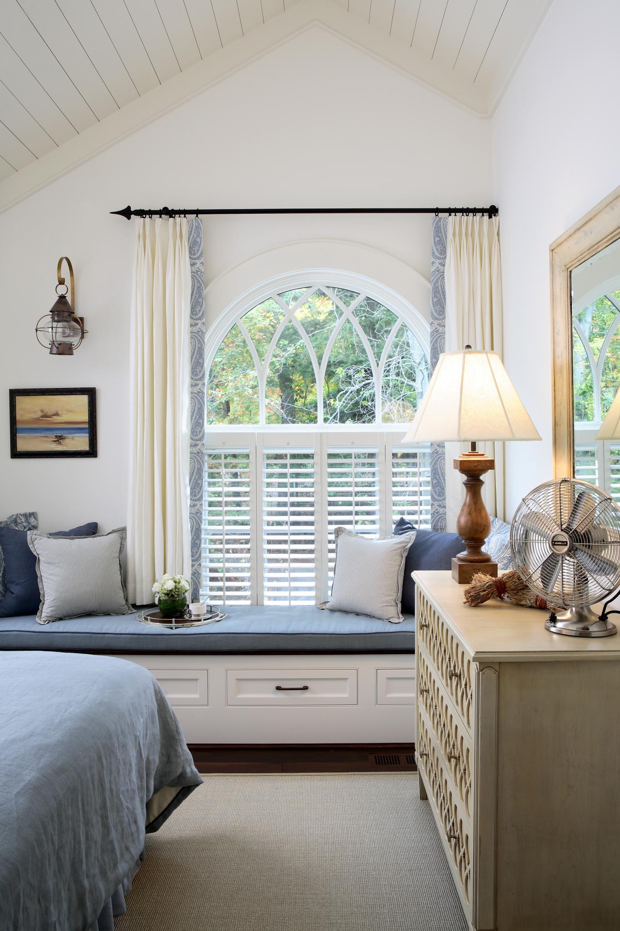 Phenomenal Comfy Window Seat With Built In Storage Hgtv Spiritservingveterans Wood Chair Design Ideas Spiritservingveteransorg