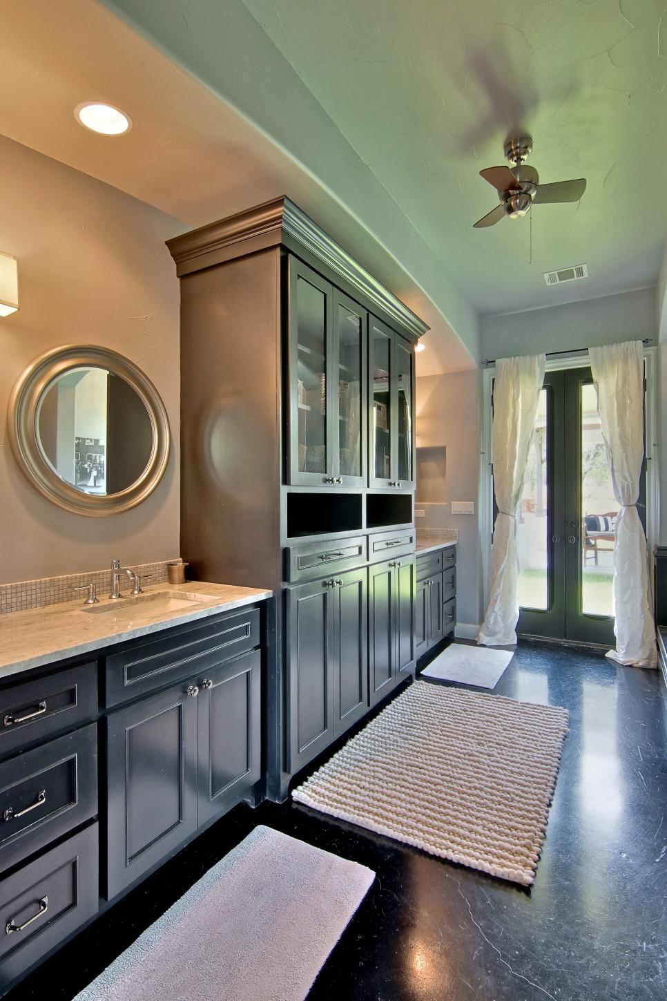 Gray Transitional Bathroom With Black Vanity & Cabinets