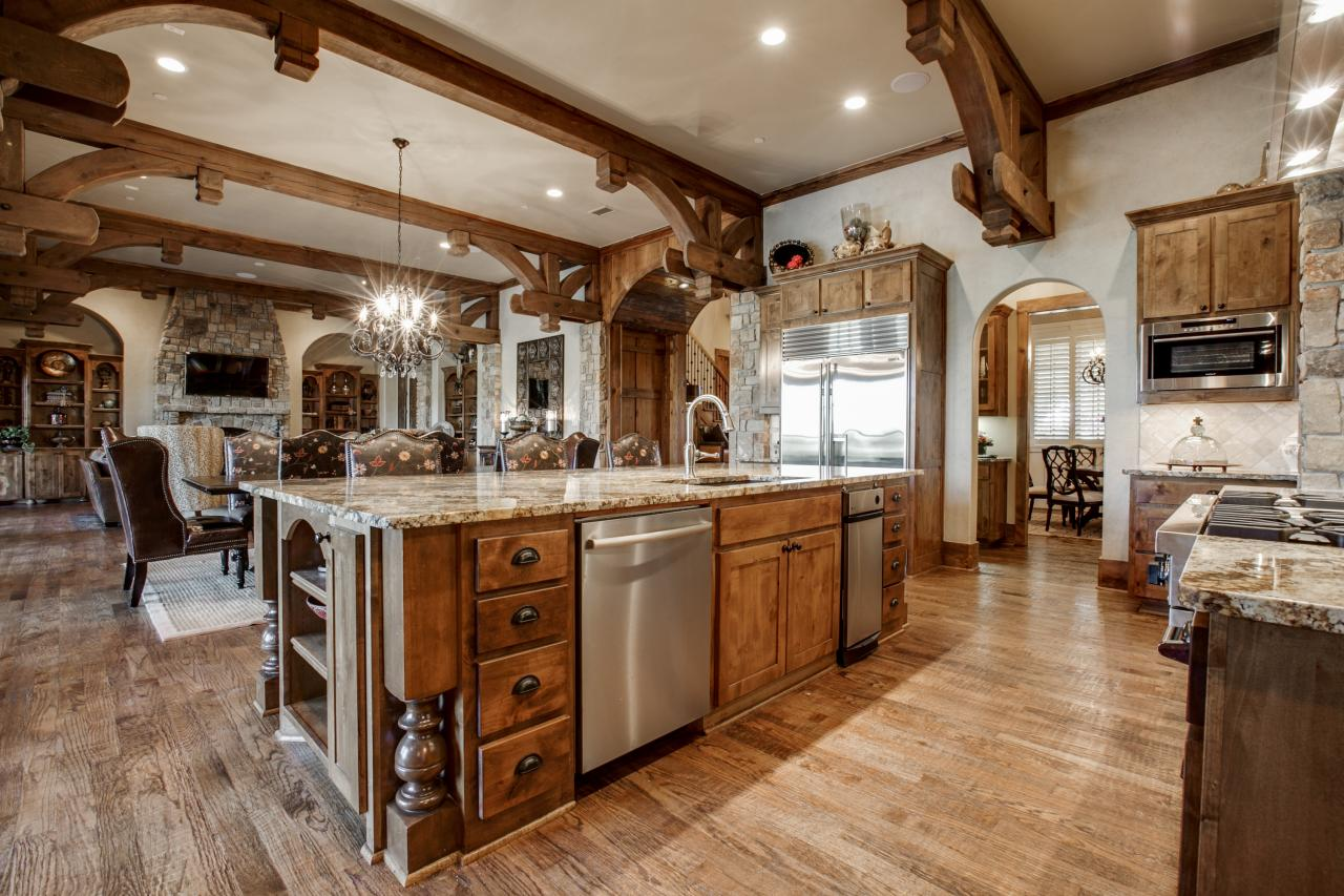 Delicieux Jonas Brothersu0027 Texas Home: Striking Rustic Kitchen With Beamed Ceiling