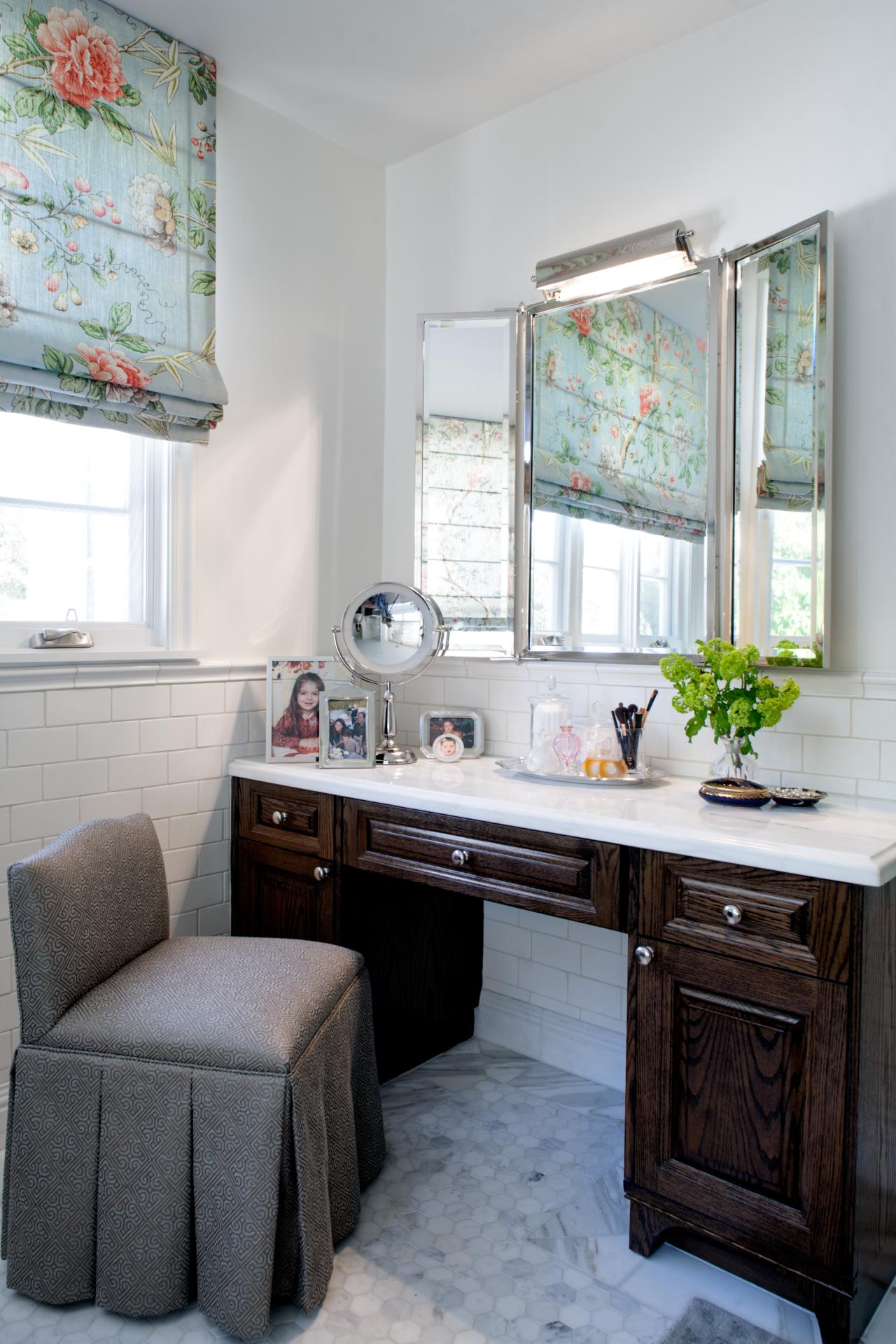 Traditional Master Bathroom With Makeup Vanity Hgtv