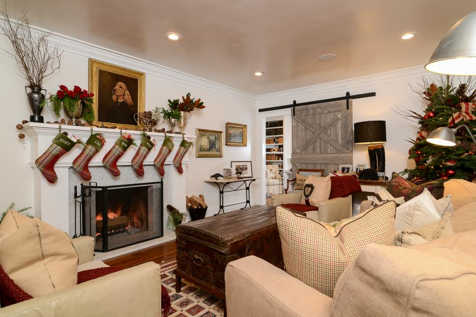 equestrian living room tour this equestrian themed farmhouse decked out with 10511