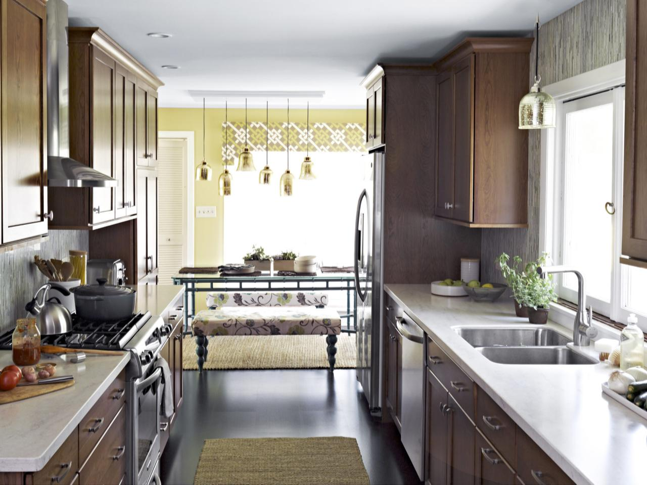 Small kitchen decorating ideas pictures tips from hgtv for My kitchen design style