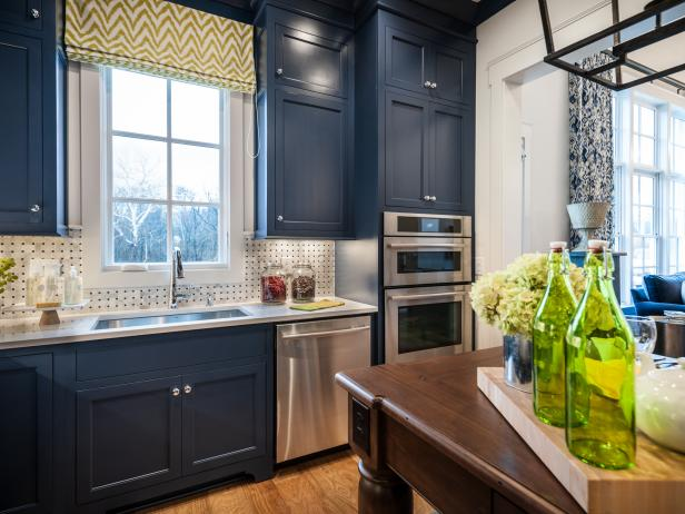 Green touches in a blue kitchen
